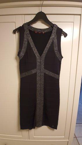 schwarzes Kleid von S. Oliver