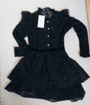 Schwarzes Kleid von ZARA aus Spitze und Samt in S Volant Rüschen