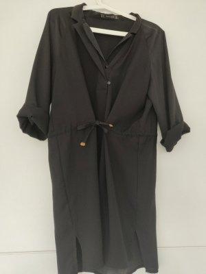 Schwarzes Kleid von Zara in M/38 mit V-Ausschnitt