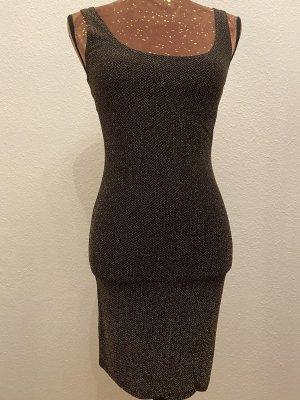 Schwarzes Kleit mit goldenem Glitzereffekt