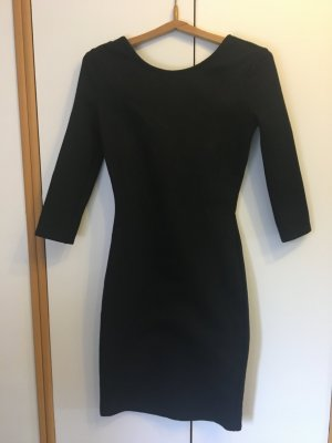 schwarzes körperbetontes Kleid