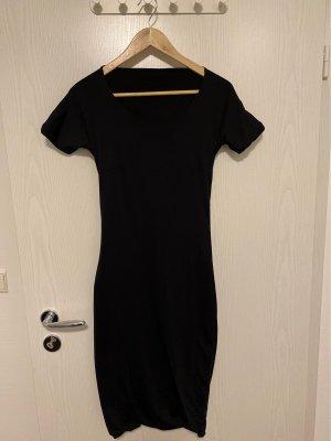 Schwarzes Korsagenkleid mit offenem Rücken