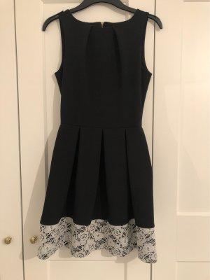 Schwarzes, kurzes Ballkleid mit eingenähten, weißen Details