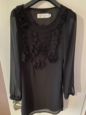 Schwarzes kurzes Kleid