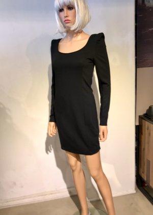 Schwarzes kurzes Kleid mit angesagten  Schulterpolstern