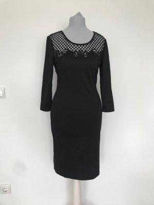 schwarzes kurzes Kleid mit Lochmuster