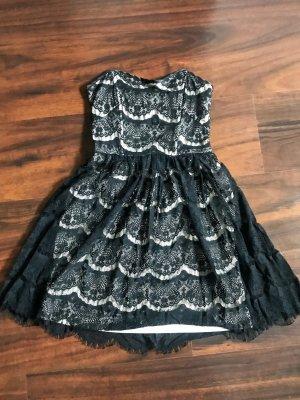 Schwarzes, kurzes Kleid mit Spitze