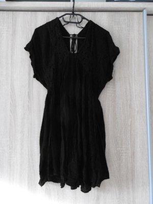 Schwarzes kurzes Kleid von Mango