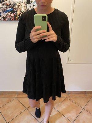Schwarzes Langarmkleid