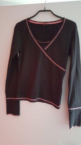 Schwarzes Langarmshirt mit pinken Nähten