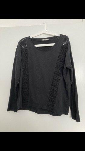 schwarzes Langarmshirt mit Spitze