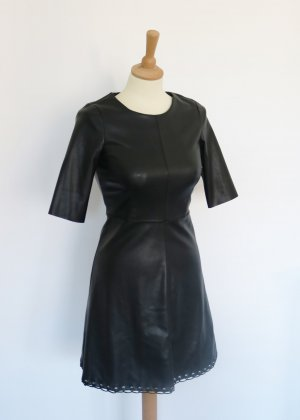 Reserved Robe en cuir noir-argenté