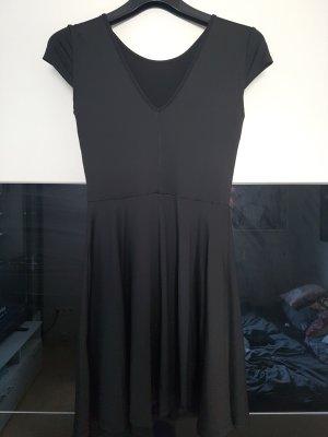 Schwarzes leichtes Kleid