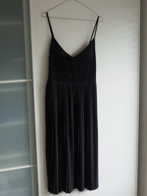 Schwarzes Midikleid von Zara