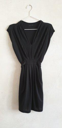 Schwarzes Minikleid mit Bindegürtel // Vero Moda