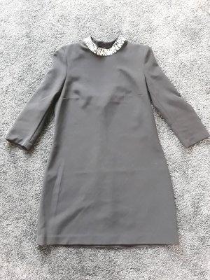 schwarzes Minikleid mit Strasskragen