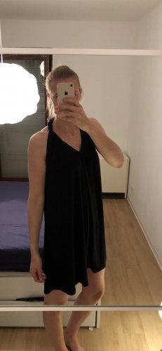 Schwarzes Minikleid von Nümph