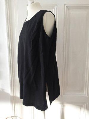 Schwarzes Oberteil / Top / Blusentop aus glattem, glänzenden Stoff mit Seitenschlitzen
