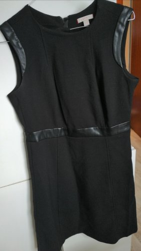 Schwarzes Office Kleid mit Lederelementen