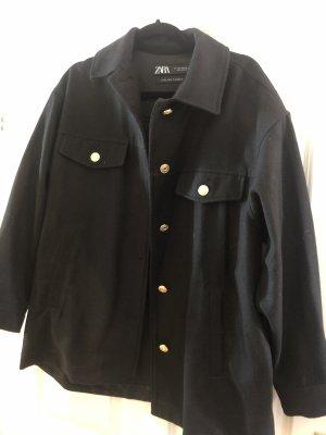Schwarzes Overshirt