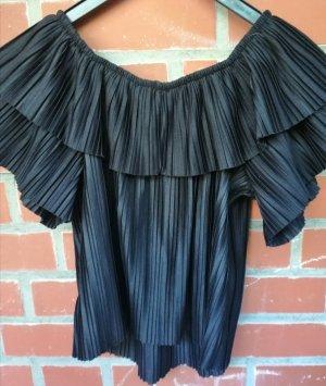 Schwarzes pompöses T Shirt mit Falten