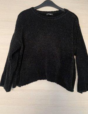 Schwarzes Pullover