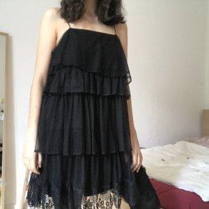 Schwarzes Rüschenkleid