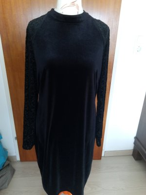 schwarzes Samtkleid