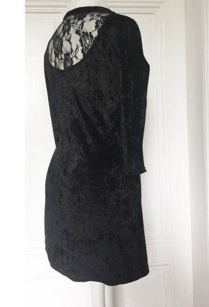 Schwarzes Samtkleid mit Rückenausschnitt aus geblümter Spitze
