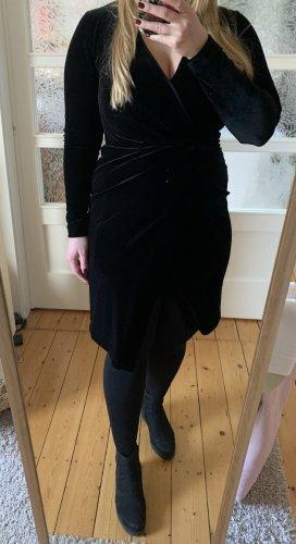 Schwarzes Samtkleid von H&M in Größe 38