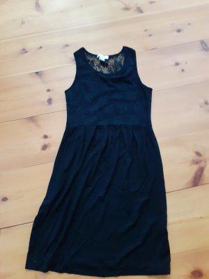 Schwarzes schickes Kleid mit Einsätzen in Spitzenoptik