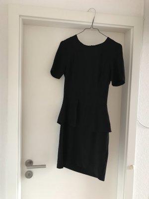 Schwarzes Schößchenkleid