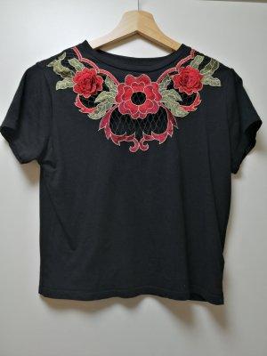 Schwarzes Shirt mit Applikationen