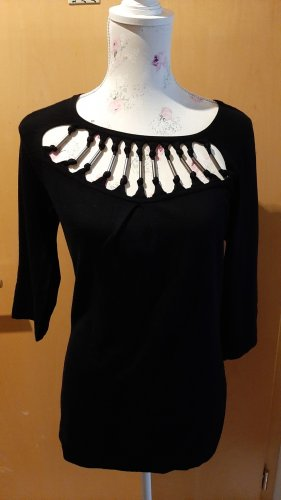 Schwarzes Shirt mit ausgefallenem Ausschnitt von OUI