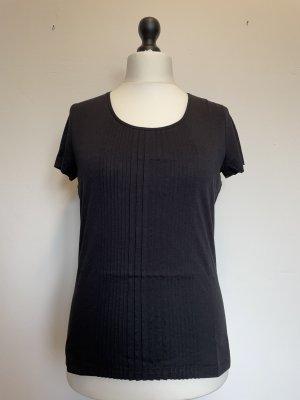 Schwarzes Shirt mit Biesen