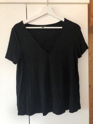 schwarzes Shirt mit Schnürung