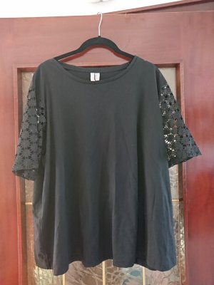 Schwarzes Shirt mit Spitzenärmeln