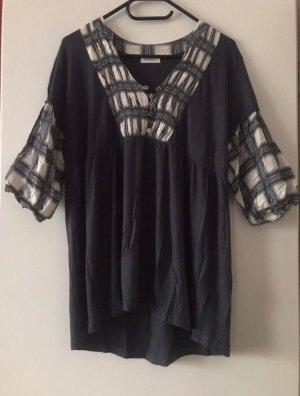 Schwarzes Shirt mit weiß abgesetzt