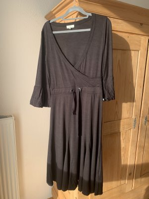 Schwarzes Sommerkleid mit Halbarm