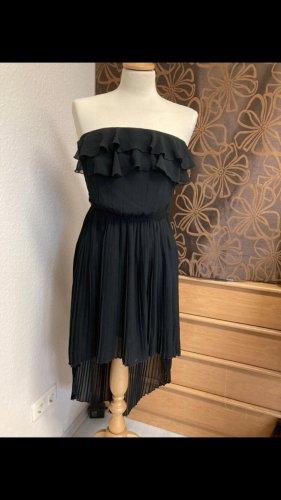 Schwarzes Sommerkleid mit leichter Schleppe