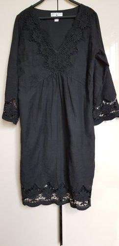 Schwarzes Sommerkleid mit Spitze