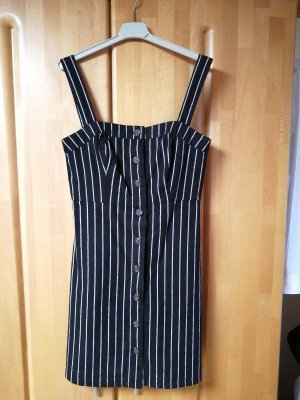 schwarzes Sommerkleid mit weißen Streifen