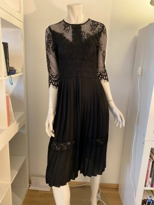 Schwarzes Spitzen-Kleid