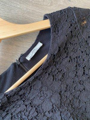 Schwarzes Spitzenkleid von Zara