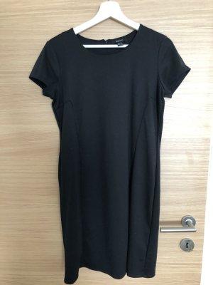 Schwarzes stoffkleid