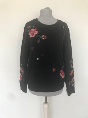 schwarzes Sweatshirt mit bunten Stickereien