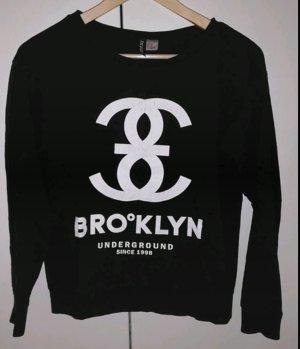 Schwarzes Sweatshirt mit weißem Aufdruck
