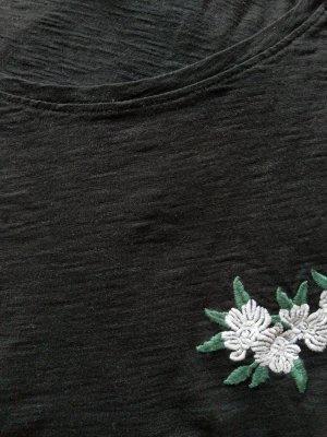 Schwarzes T-Shirt mit geblümter Stickerei