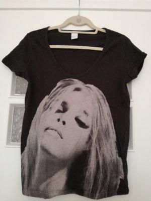 schwarzes T-Shirt mit großem Aufdruck von Vila