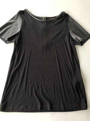 Schwarzes T-Shirt mit Kunstleder Ärmel Gr. M